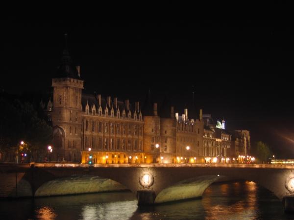 Palais de justice et Tour Eiffel